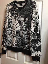 Cavalli designer crewneck sweater size medium  Surrey, V3V 4C1