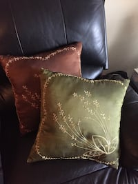 $5 each pillow or $20 all together 3735 km