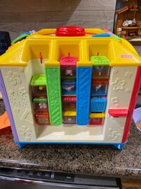 Fisher price cube like new/ early learning..