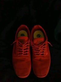 pair of red vans low tops size 10 451 mi