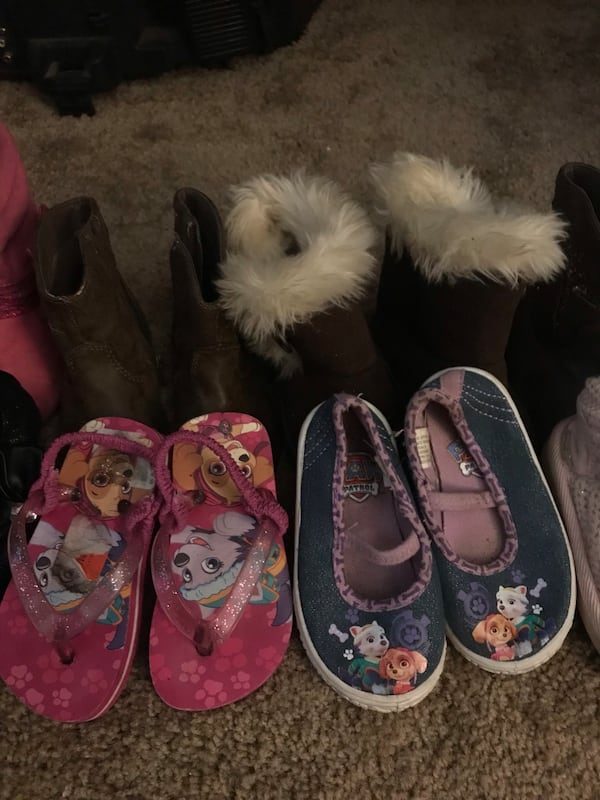 Girl shoes size 5/6  8ac3db07-cf50-49a4-8a7b-2ee671cc5d90