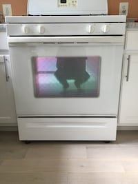 Whirlpool Stove in Great Condition. Manassas, 20109