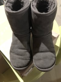 Uggs girls size 4  Vaughan, L4H 1X1