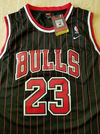 black and red Chicago Bulls 23 jersey shirt