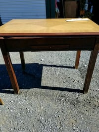 (REDUCED )Porcelain table  Hagerstown, 21740