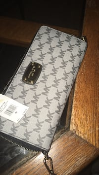 black and gray Michael Kors leather wallet Bedford, 24523