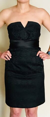 Black floral lace scoop neck sleeveless dress. Size: 2 Hoover, 35244