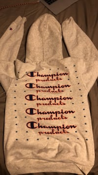 Champion x urban outfitters hoodie with nice back Coquitlam, V3H 0A5
