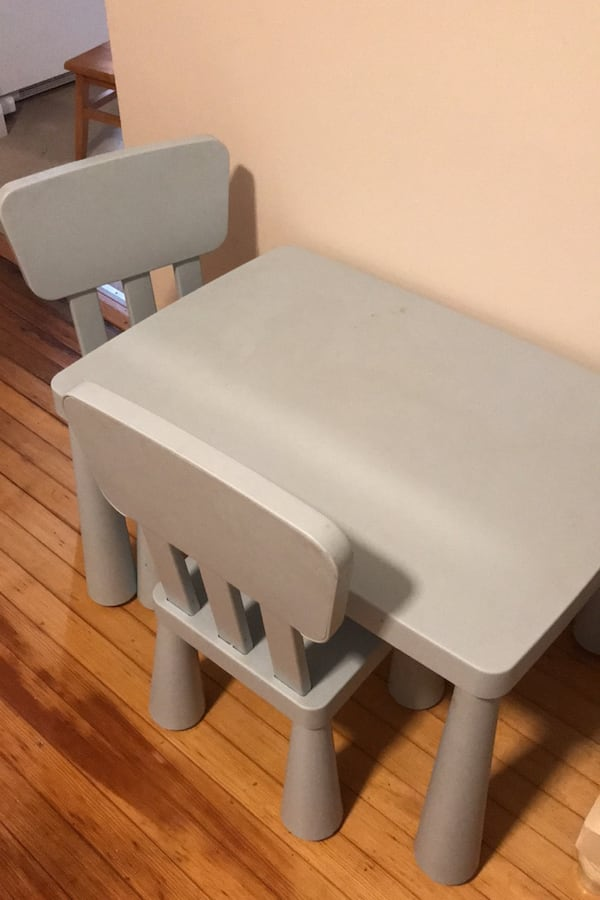 Childs table  034b7772-116d-4457-afd5-cc00f4422309