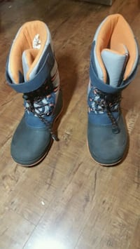 Youth winter boots size 6 Mississauga, L5M 6E9