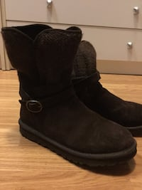 Ugg Short Boots Size 7