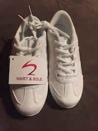 Hart and sole brand new cheer shoes size 1 girls