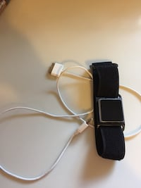 Black ipod touch nano. barely used. includes armband and charge cord Fairfax, 22032