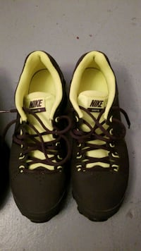 pair of black-and-yellow Nike running shoes Winter Haven, 33880