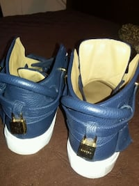 pair of blue-and-white Nike sneakers Stony Point, 10980