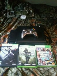 Xbox 360 with games and mw3 controller Greenfield, 53220
