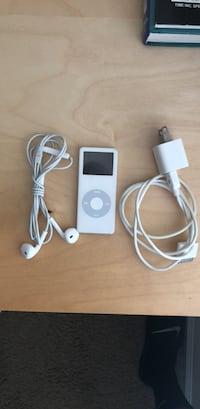 iPod nano 1st gen 2gb with headphones and charger 5 km