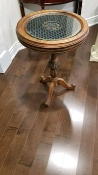 round brown wooden pedestal table Mississauga, L5N 8B2