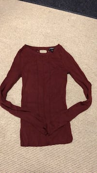 Maroon casual sweater Vaughan, L6A 1Z1