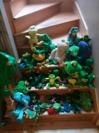 assorted-color frog toy lot L'Assomption, J5W 0C7