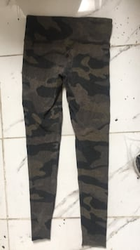 Camouflage tna leggings Surrey, V3T 4C3
