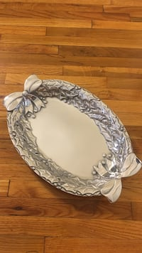 Wilton Armetale hollyberry oval tray Los Angeles, 90024