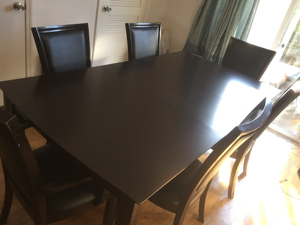 Beautiful mahogany dining room table with 6 chairs and leaf