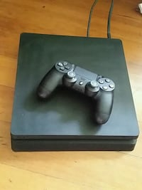 black Sony PS4 console with controller Hilo, 96720
