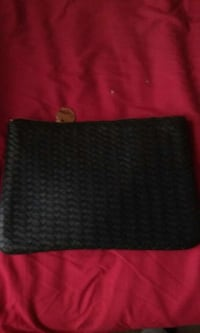 NEIMAN MARCUS LEATHER QUILTED CLUTCH! Brooklyn, 11204