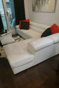 white leather sectional couch with throw pillows Montréal, H4C 1P2