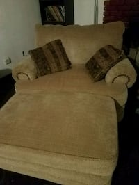 4 piece couch set Bakersfield, 93305