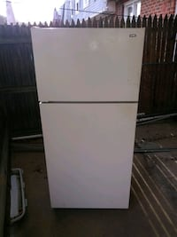 Hotpoint Refrigerator (Used) Baltimore County, 21244