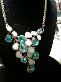 A NEW Betsey J Necklace & earrings NICE!