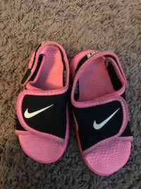 Pair of pink-and-black nike sandals Placentia, 92870