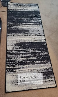 Black & white carpet runner 11 km