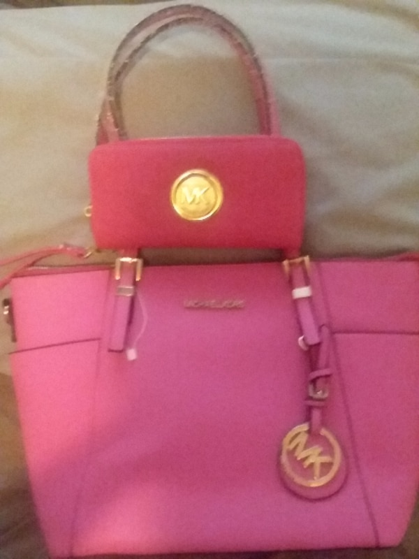 d3509336ef45 Used Pink Michael Kors wallet and purse for sale in DALLAS - letgo