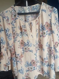 Breezy Floral Top with Open Sleeves McLean, 22102