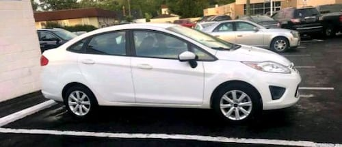 2011 Ford Fiesta》LOW MILES》GAS SAVER》HEATED SEATS》