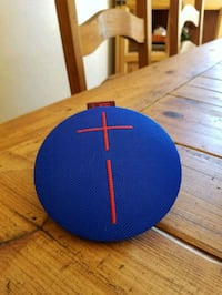 round blue and black portable speaker Victorville, 92395