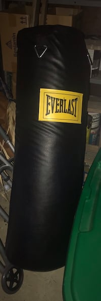 black and yellow Everlast heavy bag Red Bank, 07701