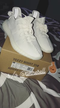pair of white Adidas Yeezy Boost 350 V2 with box Woodbridge, 22193