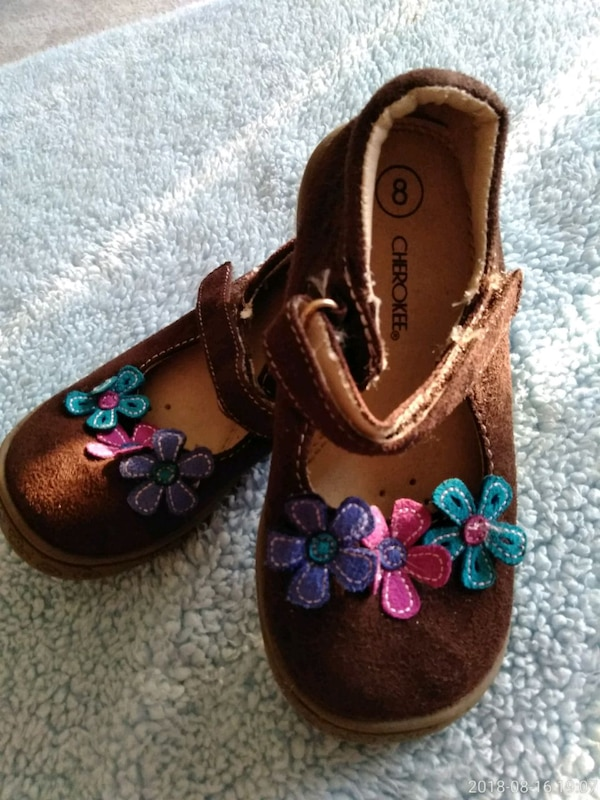 Like New Girls Shoes Size 8
