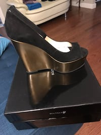 Size 8.5 boutique 9 100%suede gold and black wedge!  Toronto, M4J 4A3