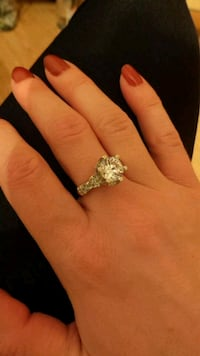 silver and diamond solitaire ring 3731 km