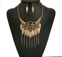 gold-colored necklace with pair of earrings Brampton, L6S