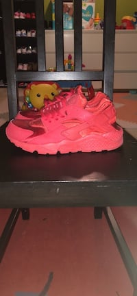 Nike Air Huarache all red size 8.5 women's Toronto, M9M 2N1
