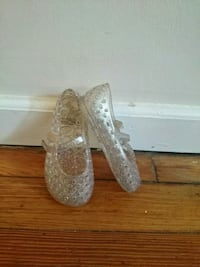 pair of children's gray silicone flats toddler 8 Brockton