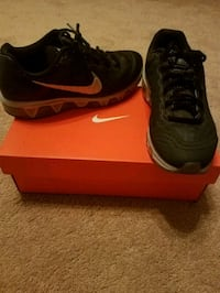 pair of black Nike running shoes with box Clear Spring, 21722