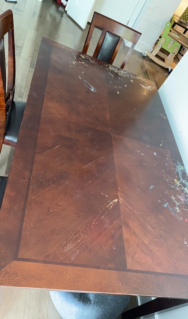 Dining table with 5 chairs 0a257d37-14a2-44ec-8299-bf266b0e1c22