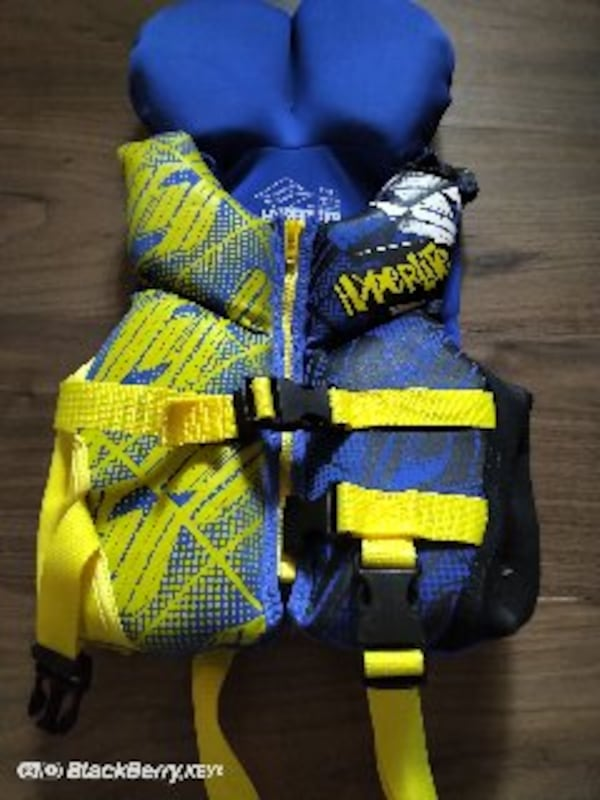 Hyperlite child Life jacket  Excellent condition hardly worn.   befda1ad-1005-474c-b84d-a39630bdd4ac